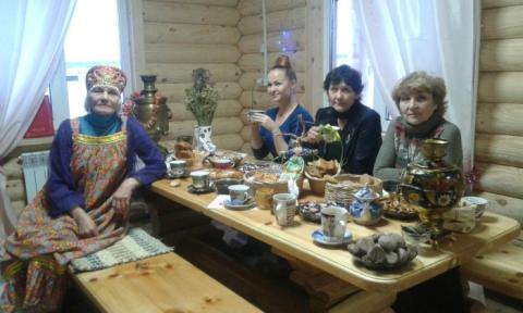 Чаепитие за общим столом